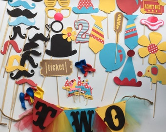CIRCUS or CARNIVAL  party pack 64 pcs, banner, props, balloons , toppers for kids circus party or wedding