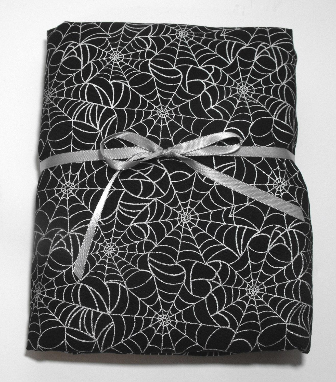 Enfant en bas ge lit drap lit feuille noir avec araign e webs for Drap housse traduction