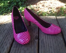 Vintage Pair Of Never Worn Hot Pink And Black Checkered Pumps By T.U.K ~ Womens 1980's / 1990's Deadstock Shoes  ~ Size 9 ~ MINT Condition