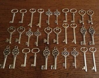Keys to the World Skeleton Keys 30 Large Vintage Key Charms Antique Silver Skeleton Keys Skeleton Keys For Wedding Favors Necklace Charms