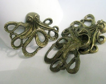 2 Bronze Tone Octopus Charm Pendants    (1040)