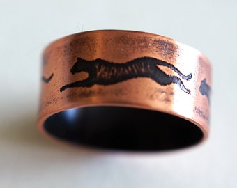 Running Cat Etched Ring