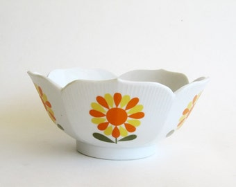 Retro Mod Floral Lotus Rice Soup Bowl Made in Japan