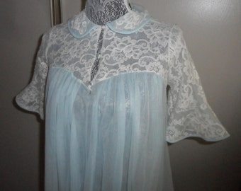 Vintage Komar Robe Peignoir Chiffon and Lace Petite