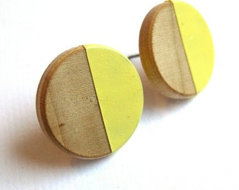 Wooden earrings with geometrical pattern in lemon yellow, natural wood, pastel