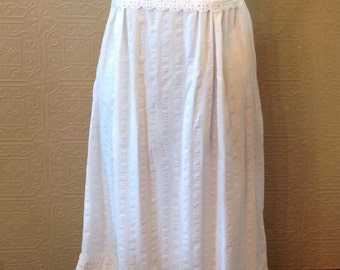 Pretty Lace eyelet dress/ nightgown with ribbons. Sz SM/XS