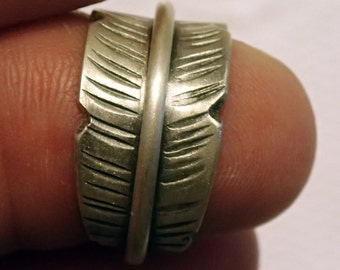 Old Style Sterling Feather Ring