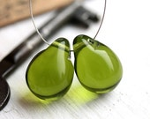 Olive green beads, Olivine glass beads, Teardrops, czech glass, large Briolettes, beads pair - 15x20mm - 2Pc - 1129