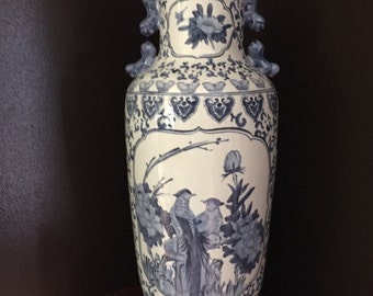 Chinese Blue and White Chinoiserie Porcelain Vase
