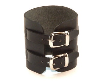Leather wristband with 2 buckles