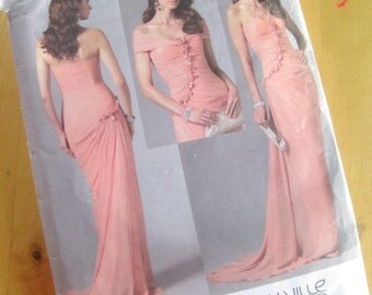 Vogue Sewing Pattern 2481 - Bellville Sassoon  -  Misses Dress and Detachable Shrug - Size 8-12