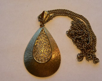Fantastic Vintage Large Teardrop Pendant Necklace Gold Tone Brushed Texture with Zig Zag Lattice Center (J-15-468)