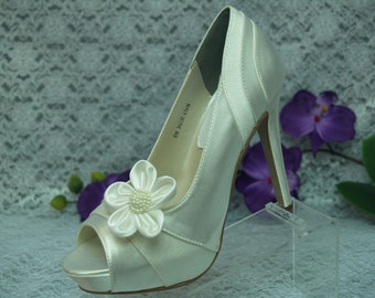 Ivory Wedding Shoes Heels 4 inch Satin and Crepe w/ flower clips,Ivory Bridal high heel shoes,Peep Open Toe Satin Pumps,Old Hollywood,Gatsby