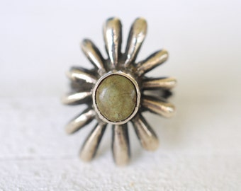 1940s vintage Navajo Southwestern / Tufa cast / sand cast sterling silver ring and Green Turquoise / pinky ring // SUN RAYS
