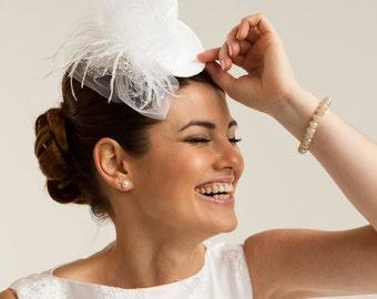 Ready to ship: White Clip -on mini top bridal hat, bridal head piece, wedding veil.