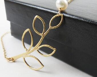 Bridal Jewelry, Bridesmaid Bracelet, Gold Bracelet, Delicate Gold Branch Bracelet with Pearl, Pearl Bracelet, Pearl Jewelry, Maid of Honor