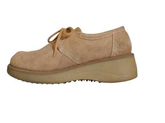90s platform shoe brown platform shoe 90s by thevillevintage