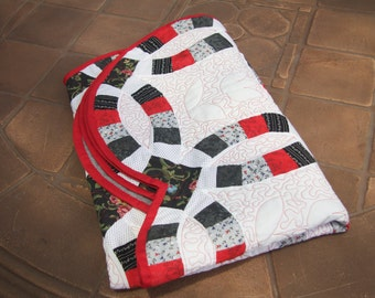 Handmade Red and Black Double Wedding Ring Baby/Lap Quilt
