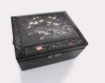 Black Lacquer MOP Mother of Pearl Jewelry box 19th century