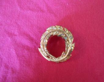 Viintage Gold Tone Brooch With Rhinestones