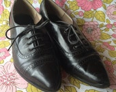 Perfect Vintage Heeled Black Leather Oxfords Size 6