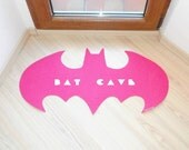 Bat Cave. Rug based in a Batman logo. Shape doormat. Custom door mat logo.