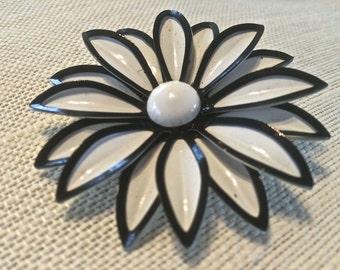 Vintage Black and White Enamel Flower Brooch Vintage Flower Jewelry Vintage Enamel Jewelry 1960s Mod Fowers