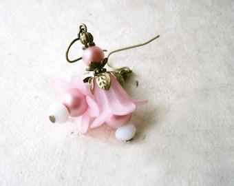 Pink Flower Earrings. Floral Petal Pink Lucite Flower Dangle Earrings. Whimsical Botanical Garden Fairy Jewelry. Blush Pink Earrings.