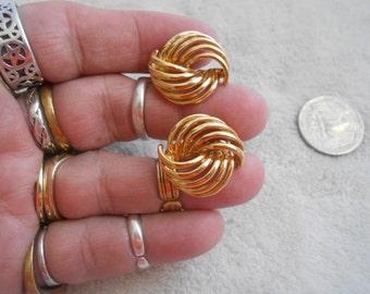 Vtg Screw On Earrings- Goldtoned Designed-NAPIER-C2801