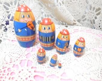 Nesting Dolls, 7 Musical  Little Nesting Doll Set, Wood Nesting Dolls, Vintage Toys, Toys, Vintage Home Decor, Movie Prop