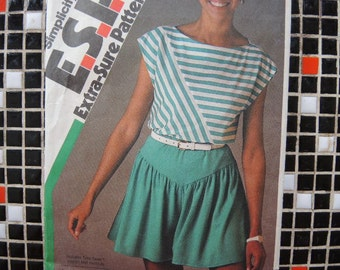 Vintage 1980s Simplicity sewing pattern 6404 misses pull on shorts and pullover top size 8 10 12