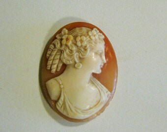 Beautiful Hand Carved Unmounted Antique Shell Cameo