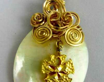 Shell with sand dollar pendant wrapped with 14K gold filled wire.