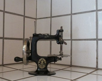 Rare Singer Miniature Sewing Machine