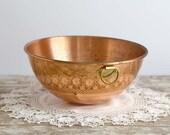 Vintage Copper Bowl with Handle 10.5 inch diameter, Copper Mixing Bowl, Kitchen Decor