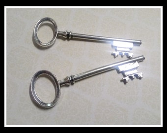 Skeleton Key Pendants Antiqued Silver Wedding Keys Large Keys 80mm 3 inch 2 pieces SAMPLE