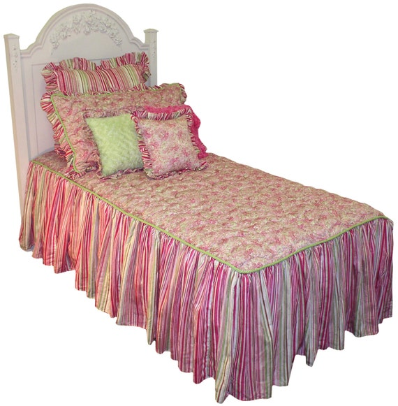 Throw Pillows For Twin Bed : CUTE Beautiful Hot Stuff 4 Piece Twin Bedding by mylemonadestands