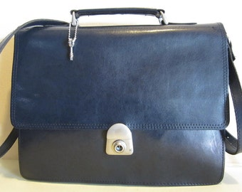 Vintage blue leather handbag, small briefcase model, with lock and key