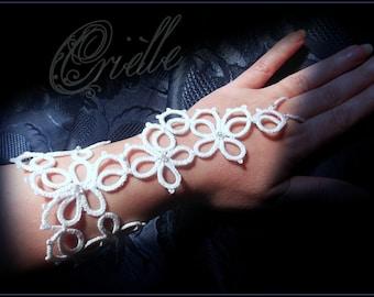 """White Slave Bracelet in Tatting """"Fortuna"""""""
