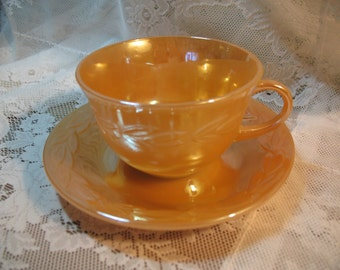 4 Anchor Hocking, cups and saucers gloss peach.
