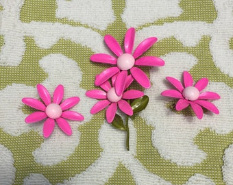 Beautiful and Bright Pink Mod Vintage Flower Brooch and Earring Set