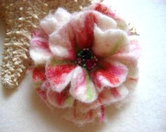 White Felted Flower Brooch Pin,Wool Felt, Felted Wool, Felt Brooch, Flower Brooch, Pin, Felt Flower Pin, Beaded Flower