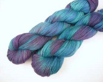 Sock yarn Baby Alpaca, silk and cashmere - Hand dyed sock weight yarn - iridescent peacock