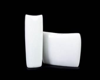 Kenji Fujita Salt and Pepper Shakers - White - Lagardo Tackett - Freeman Lederman - Japan - Mid Century