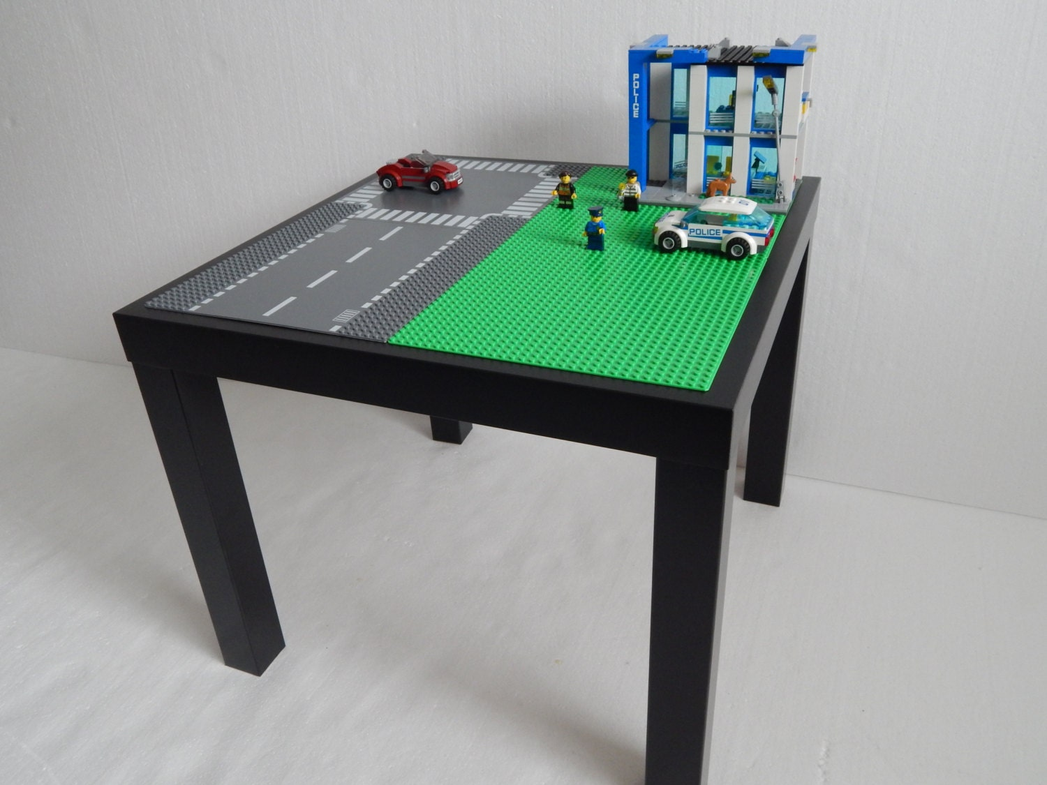table de construction lego maison design. Black Bedroom Furniture Sets. Home Design Ideas