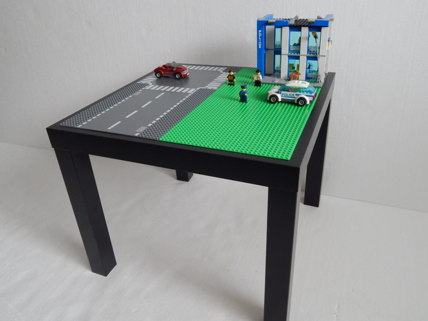 lego table large 20x20 green with roadway lego. Black Bedroom Furniture Sets. Home Design Ideas