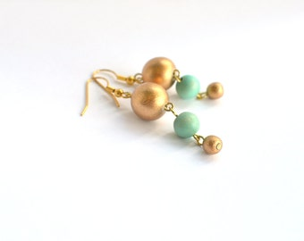 mint green earrings / mint green and gold earrings / bridesmaid earrings / mint bead earrings / turquoise earrings / dangle earrings