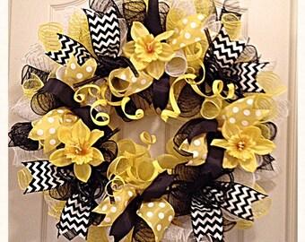 Daffodil Yellow and Black Deco Mesh Wreath/Daffodil Wreath/Mothers Day Wreath/Yellow and Black Wreath/Summer Wreath