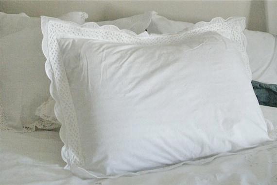 White Decorative Pillow Shams : Pair of White Pillow Shams with Decorative Scalloped Border