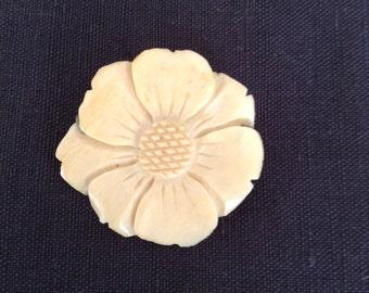 """1920 """"daisy"""" brooch."""